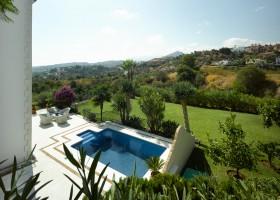 Sea view of villa for sale at El Herrojo La Quinta Marbella