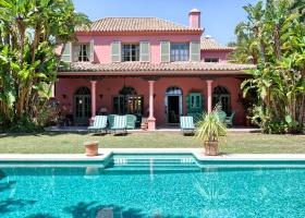 Big family villa for sale at Hacienda Las Chapas