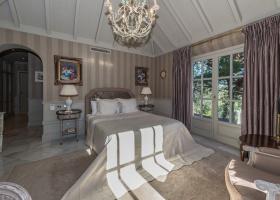 Master bedroom suite in Las Chapas Marbella