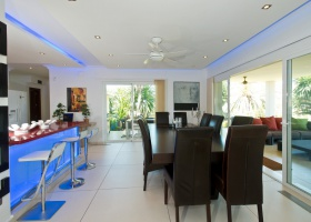 Kitchen and dining of villa for sale at Marbella
