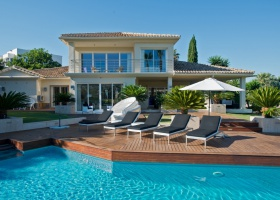 Modern front line golf villa for sale at Los Naranjos Golf, Nueva Andalucía, Marbella