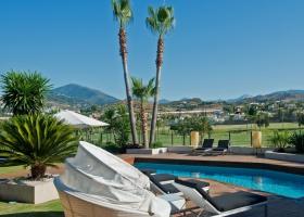 Private pool of villa for sale at Los Naranjos Golf, Nueva Andalucía, Marbella