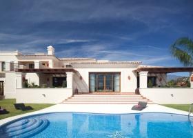 Modernes Haus zum Kauf in Nueva Andalucia Marbella