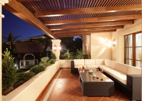 Überdachte Terrasse von Villa zum Kauf in Marbella