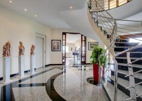 Villa for sale, modern design, contemporary, infinity pool, Marbella, Benahavis, Reserva de Alcuzcuz, sea view, Los Arqueros Golf, Gibraltar, Costa del Sol, Spain.