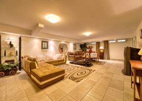 beachside, villa, for sale, Marbella, Puerto Banus, Malaga, Costa del Sol, Spain, sea view, pool, garden, Lorea Playa.