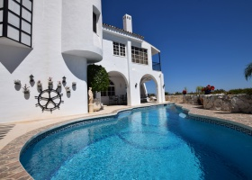 Villa for sale at El Herrojo Alto Marbella