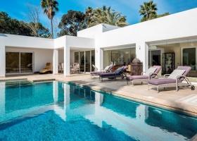 Modern villa for sale at El Paraiso Marbella