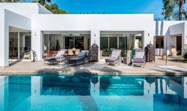 Modern villa for sale at El Paraiso Marbella