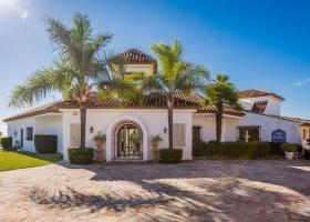Beachside Villa for sale at El Paraiso Marbella