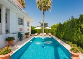 Villa for sale at El Pilar Estepona
