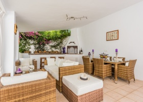 El Pilar,Marbella West,5 Bedrooms Bedrooms,3 BathroomsBathrooms,Villa,1375