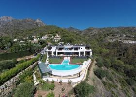 Villa for sale at Cascada de Camojan Golden Mile Marbella