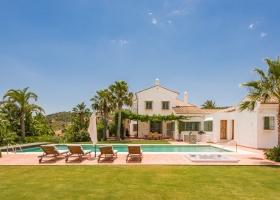 Villa for sale in La Mairena