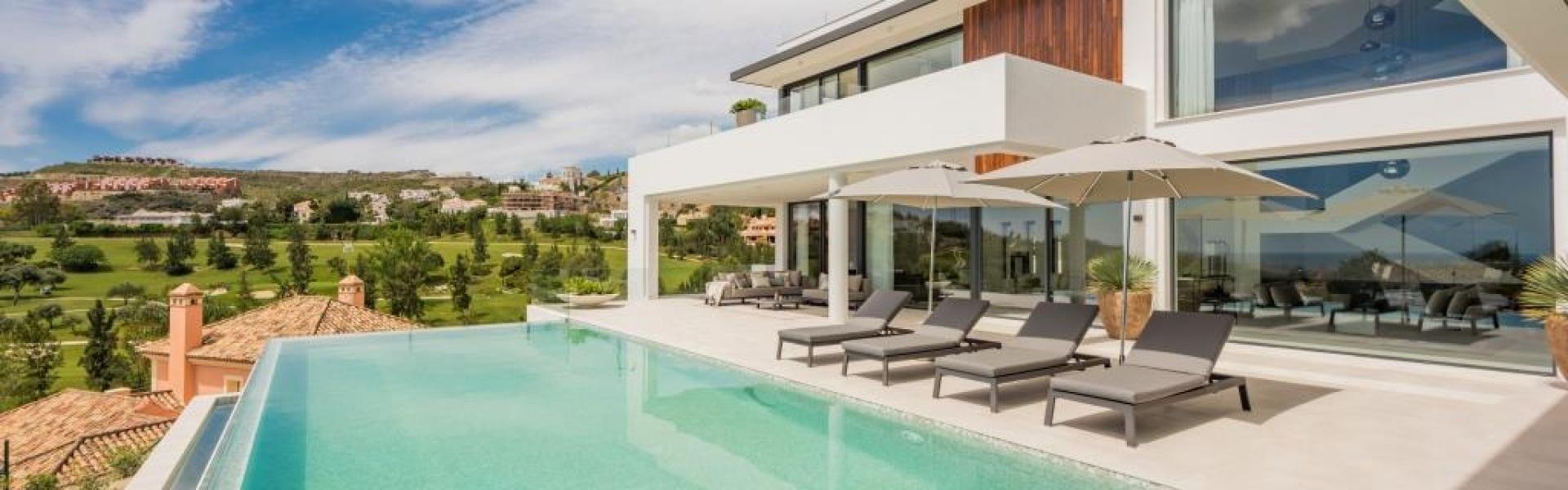 Modern Villa for sale in La Alqueria Benahavis Marbella